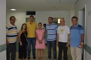 Tito Torres acompanhado da Secretária de Saúde Andrea Peixoto, do prefeito de Monlevade Teófilo Torres e dos diretores do Hospital Margarida Ronaldo Alvarenga e José Alberto Grijó