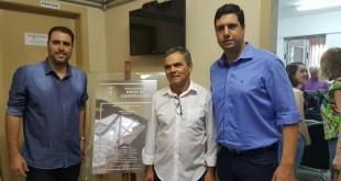 O prefeito de João Monlevade, Teófilo Torres; o presidente da Câmara, Djalma Bastos e o deputado Tito Torres