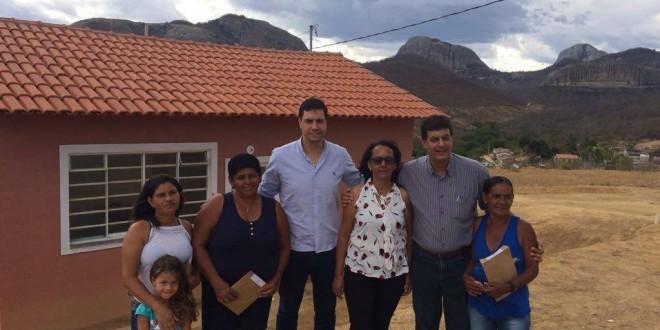 Tito Torres participa de entrega de casas populares nas comunidades de Estiva e Caju na cidade de Jequitinhonha.