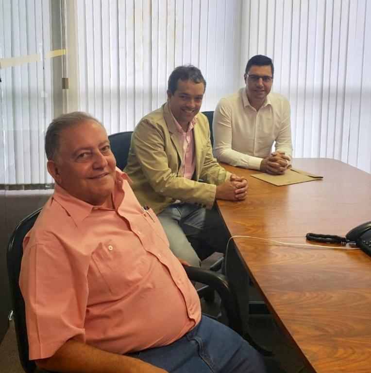 Fabrício Sampaio, diretor-geral do DER-MG, Allaim Gomes e Tito Torres e m reunião no último dia 27.