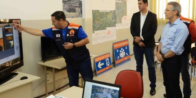 Tito Torres e Romeu Zema estiveram no Centro de Comando montado na cidade com o coordenador estadual deDefesa Civil, coronel Evandro Borges.
