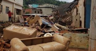 Casas destruídas em Espera Feliz. Cidade tem mais de 8 mil desalojados