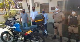 Deputado Tito Torres entrega motocicleta à PMMG de Três Marias