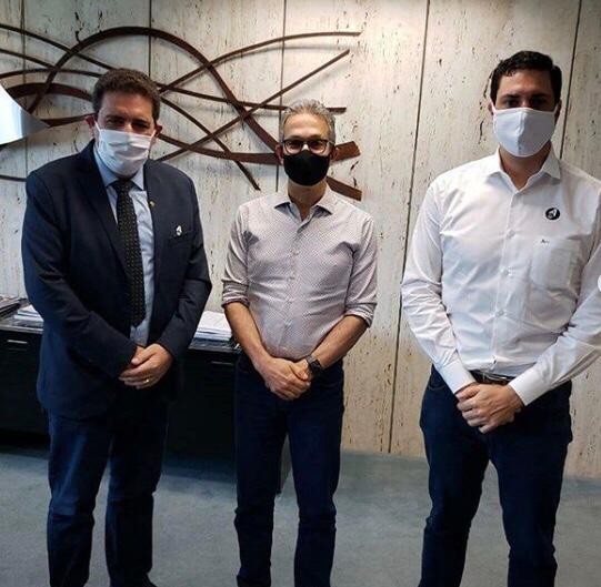 , Tito Torres esteve no gabinete do governador, acompanhado do prefeito Dr. Marcos Vinícius, solicitando os respiradores para o hospital